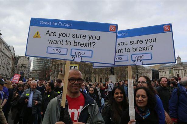 Hükümet istedi, Kraliçe onayladı: İngiltere'de Parlamento askıya alınacak, muhalefet 'Britanya usulü darbe' diyor