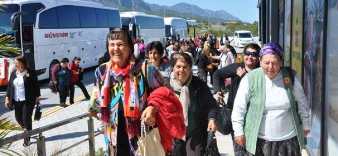 """Güzelyurt Belediyesi Sosyal Hizmet Birimi """"Yaşlılar Haftası"""" nedeniyle gezi düzenledi"""