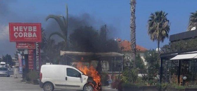 Girne'de araç cayır cayır yandı