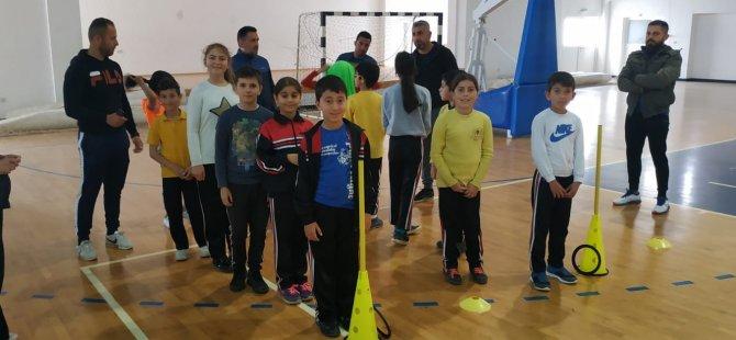 Çocuk atletizmi için eğitmenler eğitiliyor
