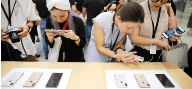 İki öğrenci Apple'ı 'çakma' iPhone  ile dolandırdı