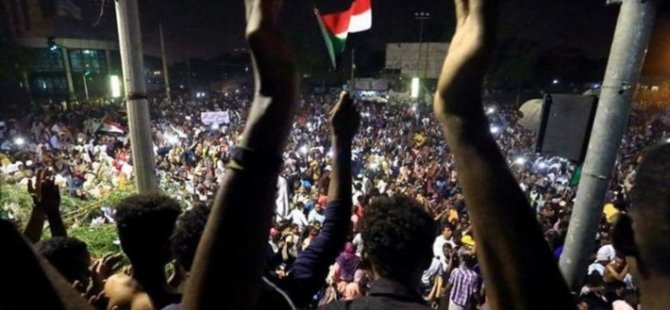 SON DAKİKA | Reuters: Sudan Devlet Başkanı Ömer el Beşir görevi bıraktı