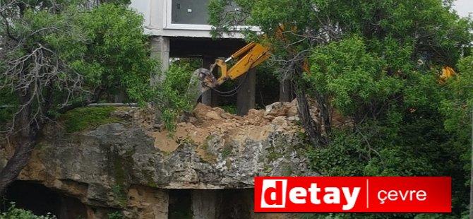 Antik mezar üstünde inşaat çalışması (video)