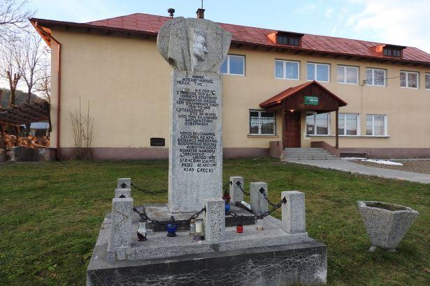 Polonya, Yunan komünist Beloyannis'in anıtını yıktı
