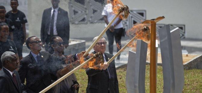 AB Komisyonu Başkanı Juncker Ruanda'da katıldığı soykırımı anma töreninde First Lady'i yakıyordu (video)