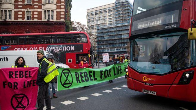 İklim değişikliği: Londra'da aktivistler kendilerini metro trenlerine yapıştıracak