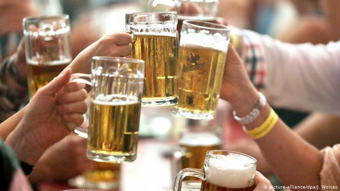 Almanlar yılda bir küvet dolusu içki içiyor