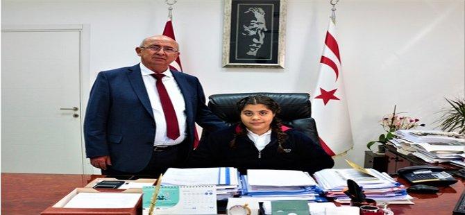 Özyiğit, öğrencilere Atatürk'ün yaptıklarını ve barışın önemini anlattı