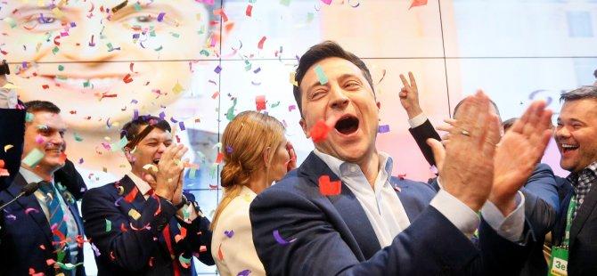 Ukrayna'da sandıktan açık ara farkla komedyen Zelenskiy çıktı