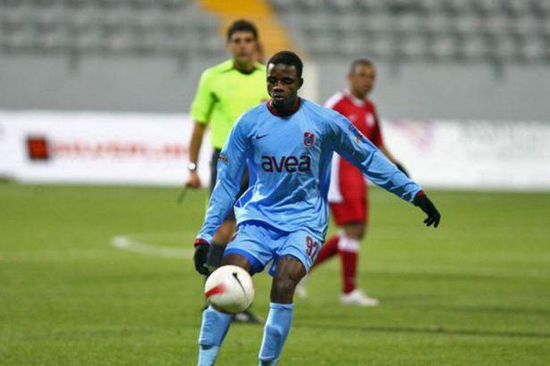 Trabzonspor'un eski futbolcusu maç sırasında yaşamını yitirdi