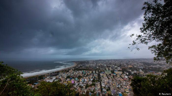 Hindistan Fani kasırgasına hazırlanıyor