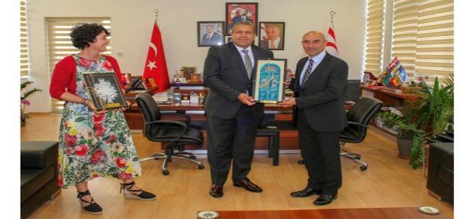 İzmir Büyükşehir Belediye Başkanı Tunç Soyer Gazimağusa Belediyesini ziyaret etti