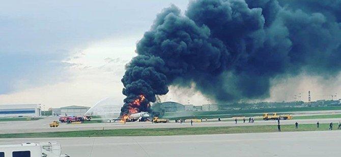 Rus yolcu uçağı acil iniş yaptığı sırada alev aldı: 41 kişi hayatını haybetti (Video)