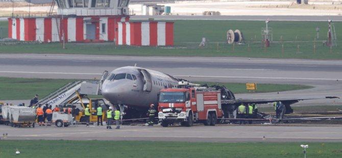 Moskova'daki uçağın yolcusu 41 kişinin öldüğü yangının başladığı dehşet anlarını görüntüledi (Video)