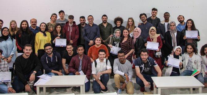 DAÜ'de başarılı tasarım öğrencileri sertifikalarını aldı