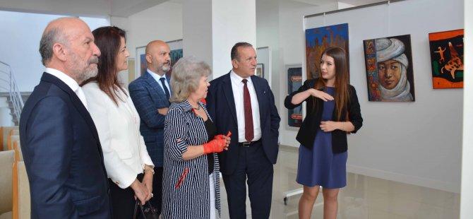 Nelli Bube'nin 30 eserden oluşan kişisel resim sergisi Turizm ve Çevre Bakanı Fikri Ataoğlu tarafından açıldı