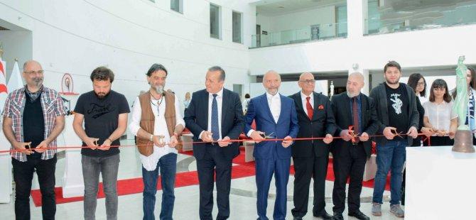 """YDÜ  """"10. Akademiada Heykel Sergisi"""" Turizm ve Çevre Bakanı Fikri Ataoğlu tarafından açıldı"""