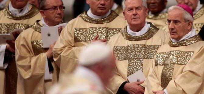 Papa'nın 'Robin Hood'u kesilen elektrikleri açtı