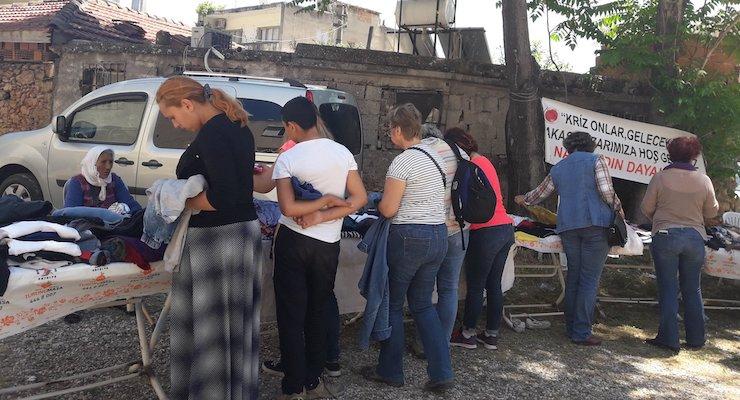 Antalya'da kadınlar ekonomik krize karşı takas pazarı kurdu