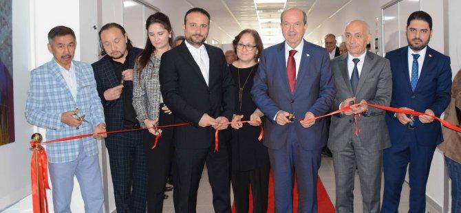 """""""Kazakistan Sanatçıları Resim Sergisi"""" Ulusal Birlik Partisi Genel Başkanı Ersin Tatar tarafından açıldı"""
