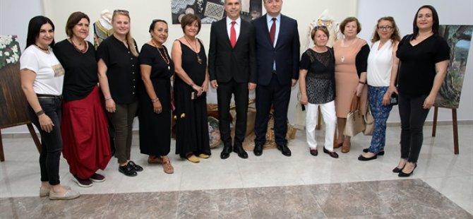 """Uluçay, Sanatçı Emine Sorun tarafından hazırlanan """"Kıbrıs'ın Dokusu"""" isimli serginin açılışını gerçekleştirdi"""