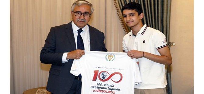 Cumhurbaşkanı Akıncı, gençleri konuk etti
