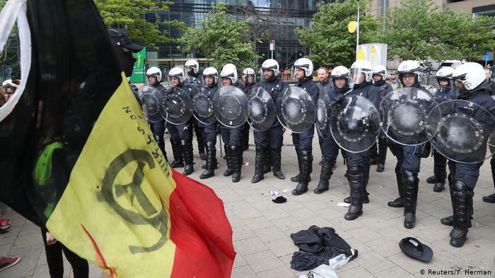 Brüksel'de Sarı Yeleklilere biber gazı