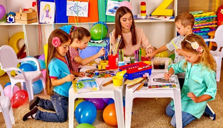 Çocuklara boyama nasıl öğretilir kitabın büyük objeli olmasına dikkat edin!