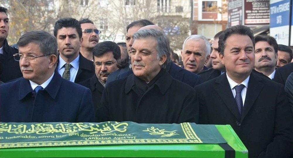 Davutoğlu'nun eski danışmanı Mahçupyan, yeni parti için tarih verdi