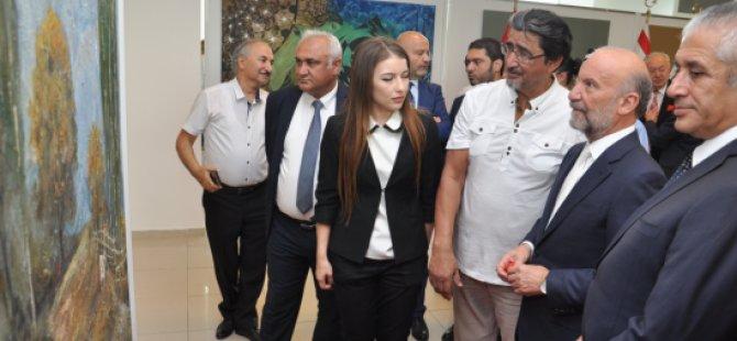 """""""Özbekistan Sanatçıları Resim Sergisi"""" Ekonomi ve Enerji Bakanı Hasan Taçoy tarafından açıldı"""