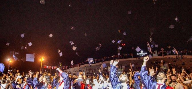 DAÜ, 2018-2019 Akademik Yılı Bahar Dönemi'nde 51 farklı ülkeden 2,100'ü aşkın mezun verdi