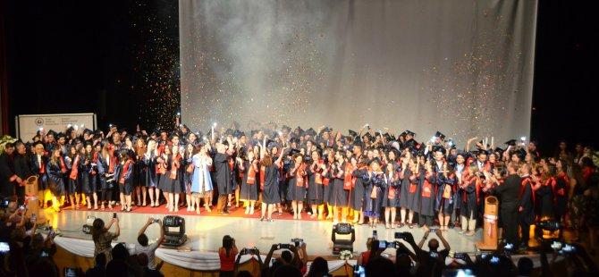 DAÜ Sağlık Bilimleri Fakültesi mezunları yemin etti