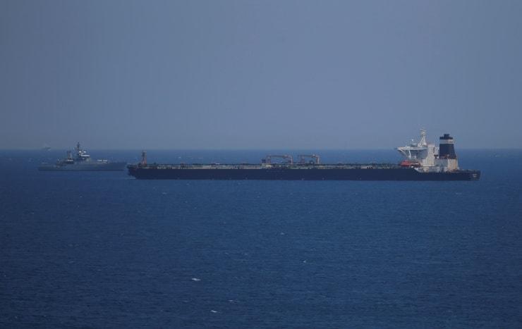Britanya, Cebelitarık'ta İran petrol tankerinin önünü kesti