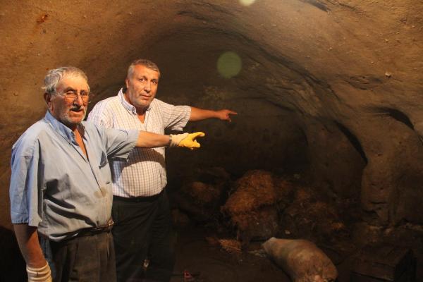 Evlerini su bastı; yeraltı şehri buldular