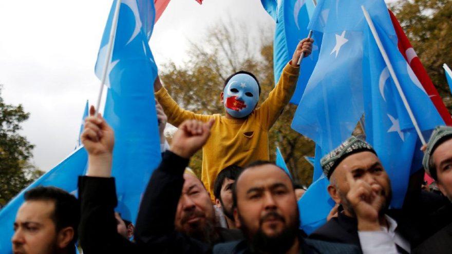 Dünya Uygur Türkleri için birlik oldu... Bir tek Türkiye imzalamadı...
