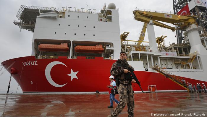 Doğu Akdeniz'de sondaj restleşmesi sürüyor, adada çıkmaz büyüyor