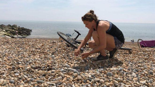 Britanyalı aktivist 6 bin 863 kilometre pedal çevirdi; plajlardan 3.4 ton plastik topladı
