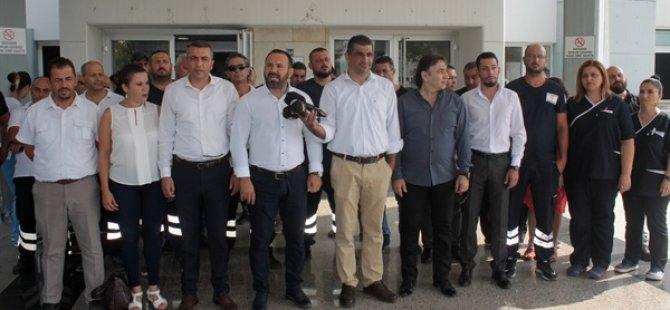 Sendikalar Devlet Hastanesi önünde  açıklama yaptı: Sağlık çalışanları angarya çalışmaya zorlanıyor