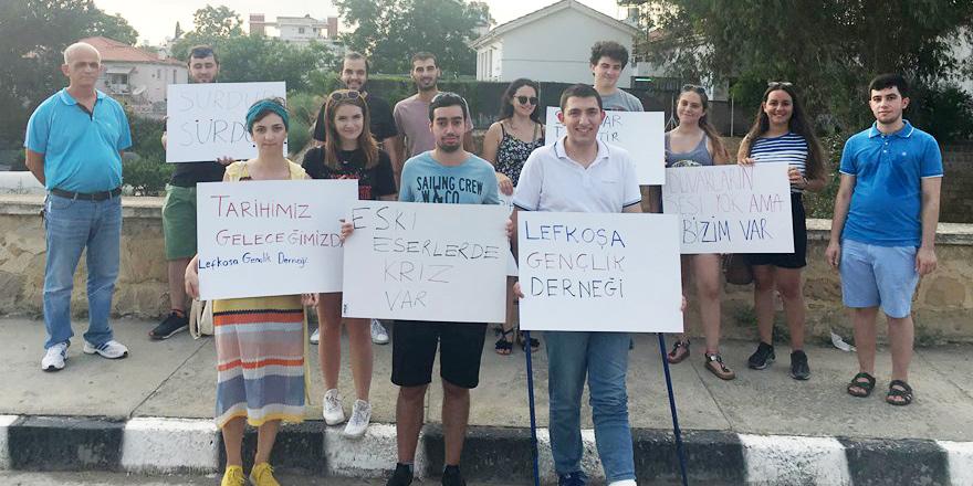 Lefkoşa'da gençlerden yıkılan surlar için eylem