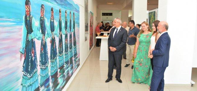 Vera  Frolova'nın 30 eserden oluşan resim sergisi Hasan Taçoy tarafından açıldı