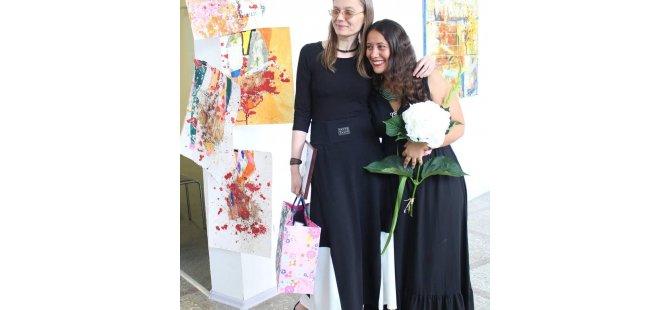 """İpek Denizli 'nin """"8 Portakal""""adlı yeni kişisel sergisi  Litvanya'da açıldı"""