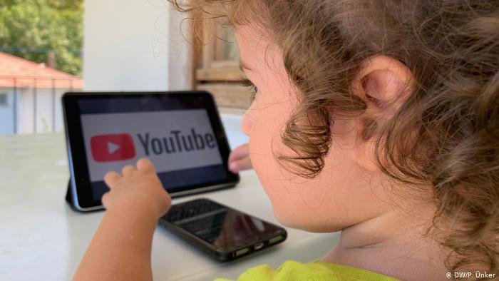 YouTuber kuşağı: Çocuk olma hakkı elinden alınan çocuklar