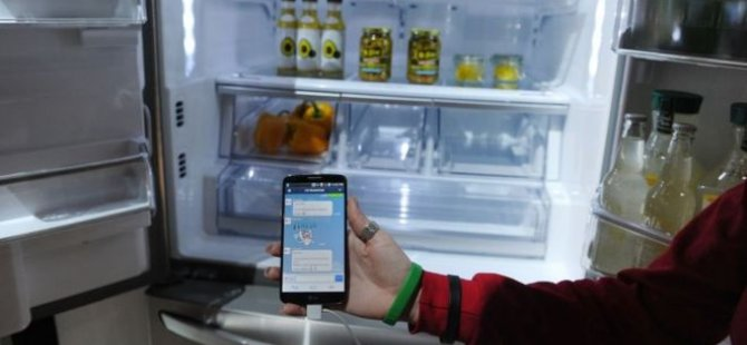 Annesi telefonuna el koyunca  buzdolabından Twitter mesajı gönderdi