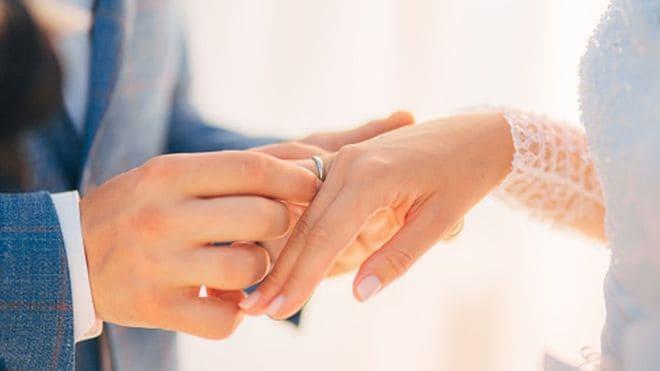ABD polisi, davetli olmadığı düğünlere gidip hediyeleri çalan kadını arıyor