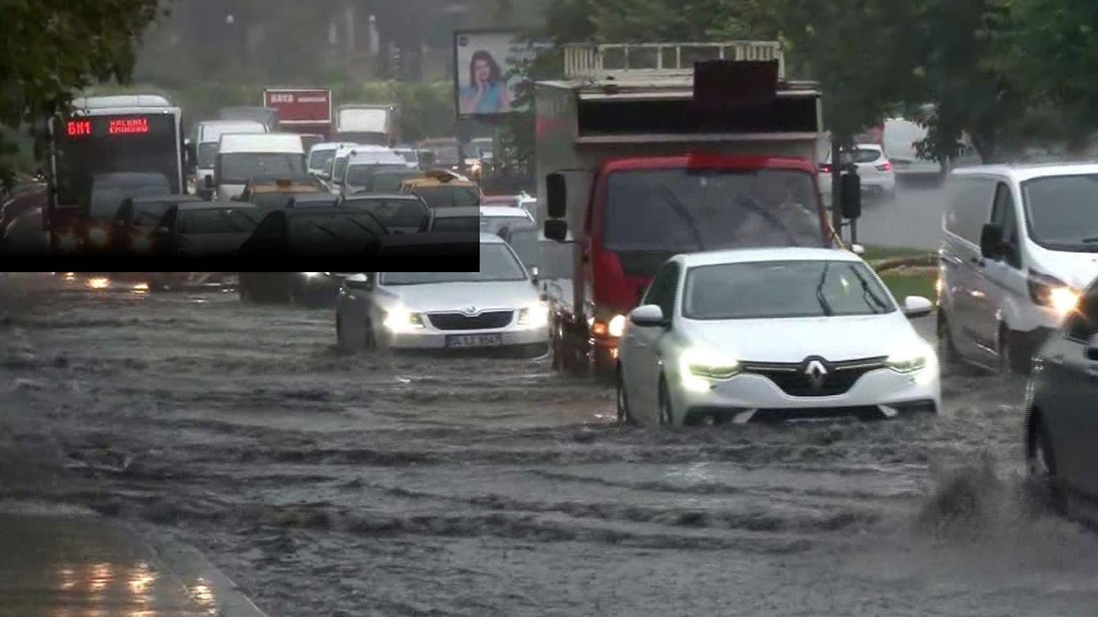 İstanbul sağanağa teslim: Kapalıçarşı, Aksaray'daki tramvay yolu ve araçlar sular altında kaldı