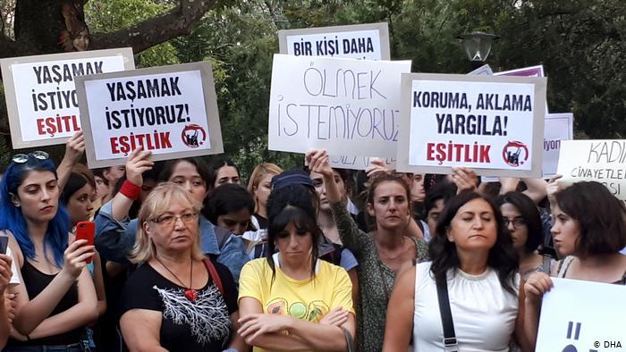Türkiye'de kadınlar İstanbul Sözleşmesi'ni istiyor