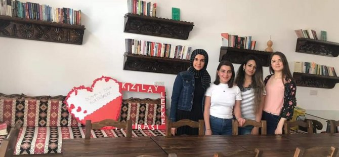 Kıbrıs Türk Kızılayı Lefke Şubesi'ne kütüphane oluşturdular