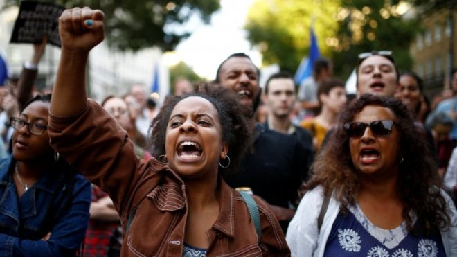 İngiltere'de hükümetin parlamentoyu askıya alma kararı protesto edildi: 'Darbeyi durdurun'