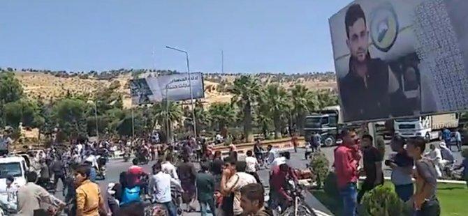 Türkiye sınıra yürüyen Suriyelilerden Türkiye'ye 'hain' tepkisi
