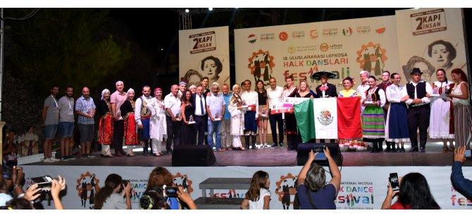 Lefkoşa Halk Dansları Festivali barış mesajlarıyla sona erdi